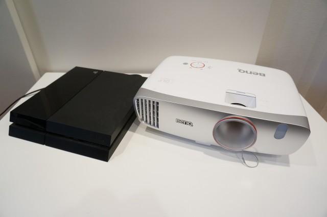 PS4とのサイズ比較