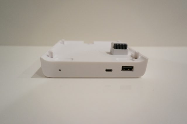 Micro USB経由での充電にも対応