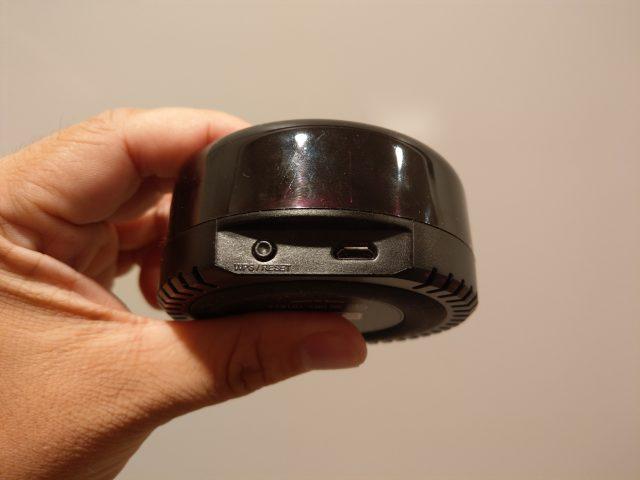 背面に電源供給用のMicro USBポートと設定用のボタン